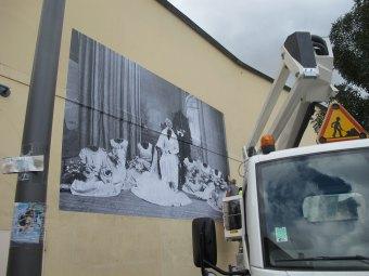 La mariée, dimensions variable, papier peint, 2014.Exposition « Sans tambour, ni trompette » Centre d'Art de La Graineterie, Houilles.