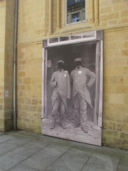 Prisonniers 1915 , papier peint, Exposition « Sans tambour, ni trompette » Artothèque de Caen, 2015.