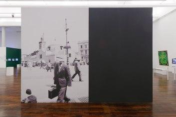 Mosquée de la Pecherie, 1933.Papier peint, 250 x 350 cm, 2017. Exposition «Tous des sang mêlés », Mac Val, Vitry-sur-Seine.