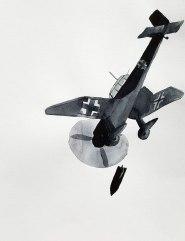 11 mai - Ces ailes qui dévorent - 41 x 31 cm - Aquarelle sur papier 300gr.